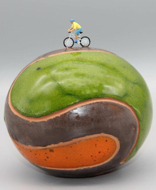 Cycliste au t-shirt jaune